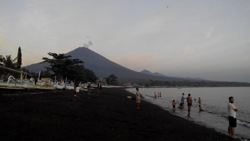 Действующий вулкан Агунг Бали