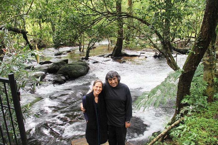 Памела Гейл и Анил Мальхотры восстанавливают истощенные сельскохозяйственные земли путем высаживания лесов.